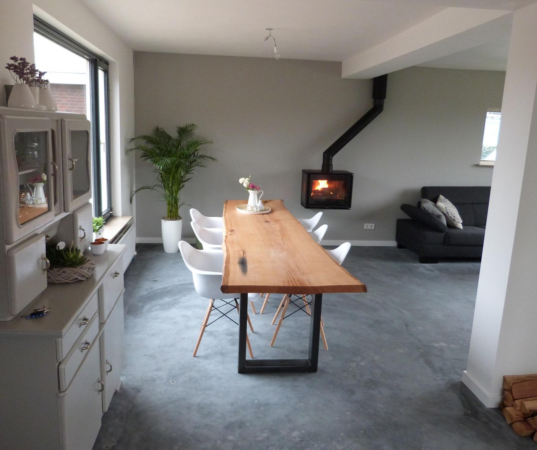 Donkere pleistervloer of pleisterlaag